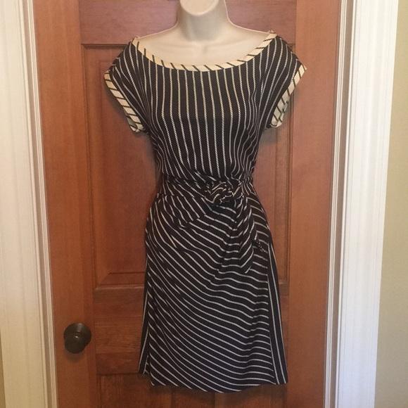 Diane Von Furstenberg Dresses & Skirts - Diane von Furstenberg navy/cream print silk dress